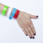 Пластиковые и виниловые браслеты